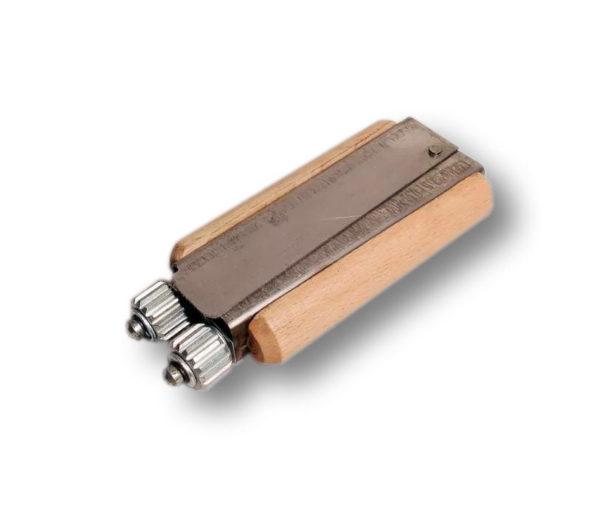 Karbownik do drutu drewniany
